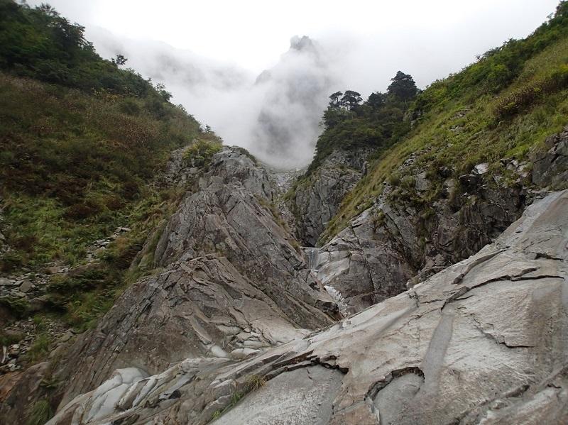 一ノ倉沢内部、正面は衝立岩。