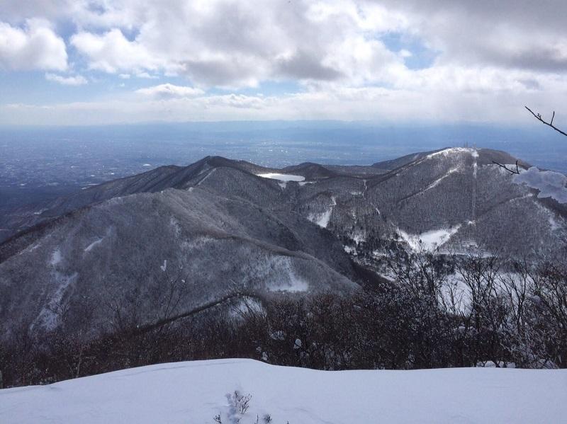 赤城の峰々。左手には関東平野が広がる。