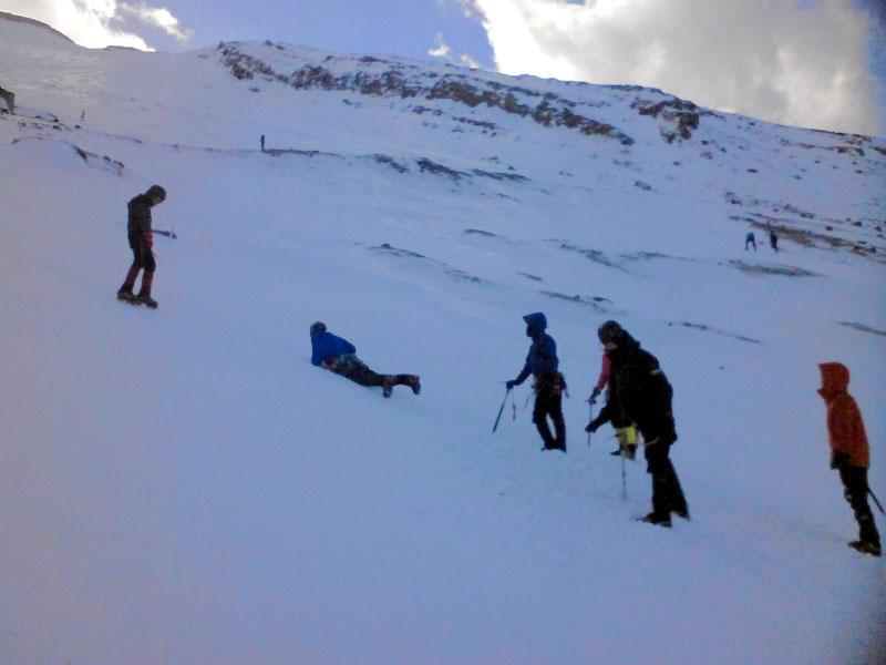 雪上訓練の風景