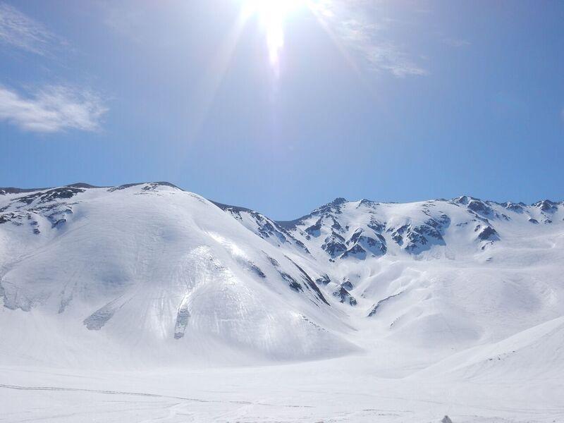 360度雪山に囲まれ、別世界に来たかのような気持ちになる。