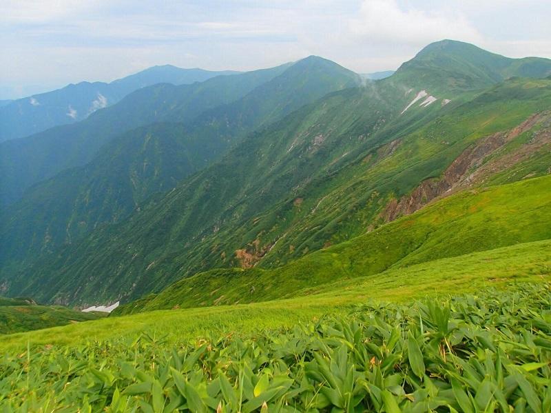 御西小屋より望む稜線。時折晴れた中での稜線歩きはとても気持ちがよかった。