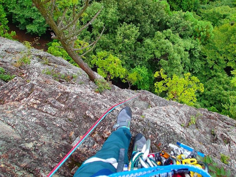 岩場の上部から。適度な高度感であった。