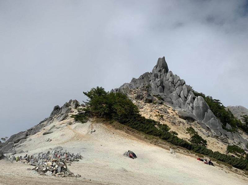 地蔵ヶ岳のオベリスク