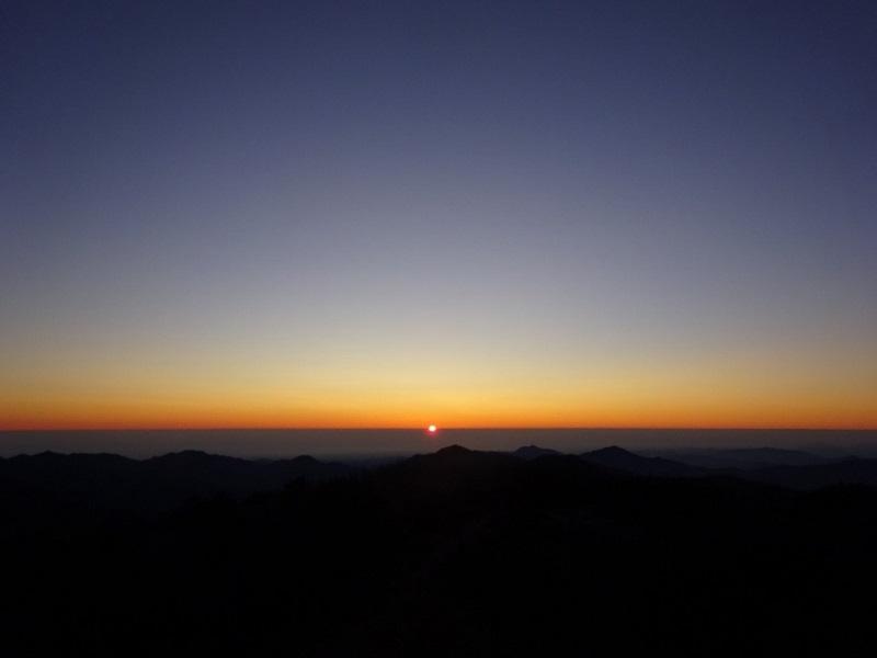雲取山頂からの朝日