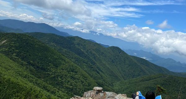 甲武信ヶ岳山頂からの景色